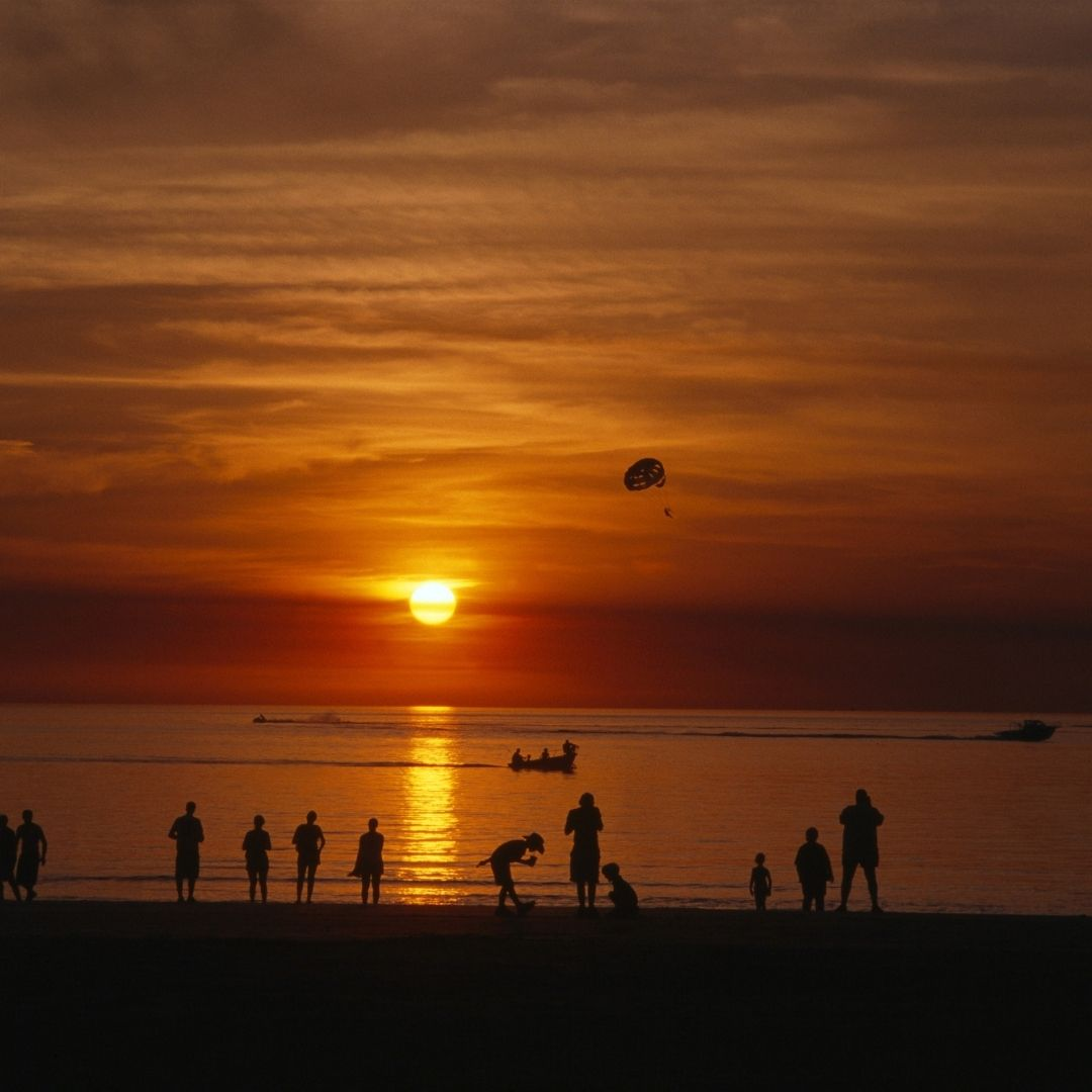 Gorgeous sunset over Mindil Beach in Darwin, Northern Territories
